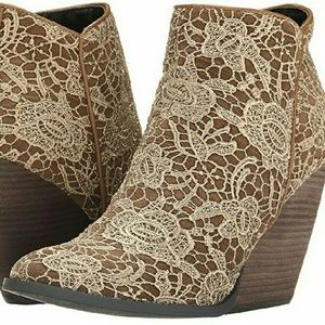 Very Volatile Shoes - Very Volatile Lacey ankle boots 7.5 tan round toe